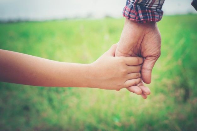 close-up-of-father-holding-his-daughter-hand-so-sweet-family-ti_1150-846